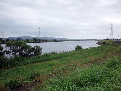 093011 遠賀川の近くにある「城のような」建物。歴史ある城ではなく、あまり触れては... ノ